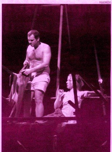 """António Jorge (Manganão) e Maria João Robalo (Lucrécia), numa cena de """"Profundo"""""""