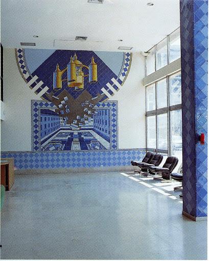 O painel de azulejos do Instituto do Emprego de Coimbra, de Eduardo Nery, na Avenida Fernão de Magalhães, em Coimbra
